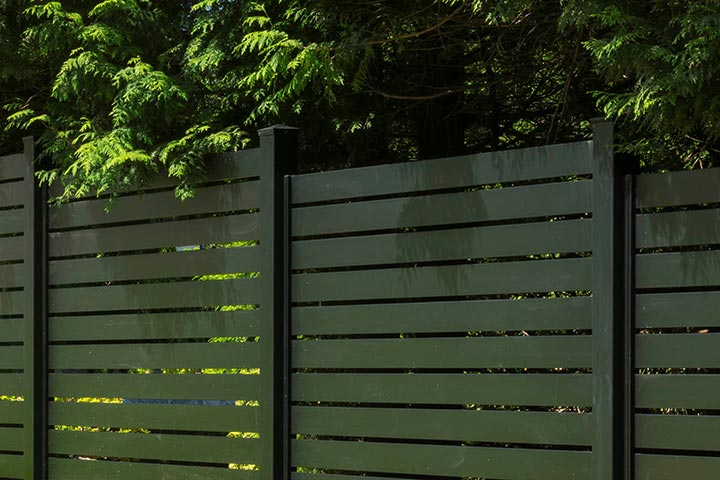 Sleek-Fence-Panels-aluminum-privacy-fence-diy-kits