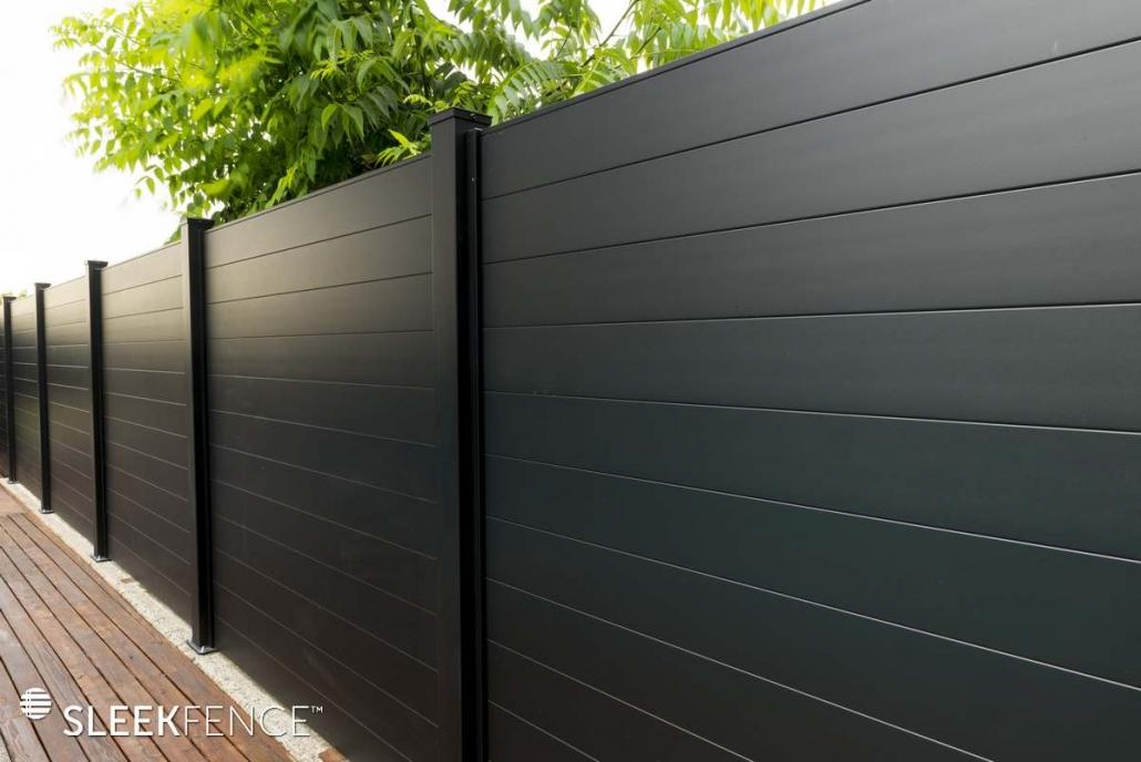 Sleek horizontal aluminum privacy fence - 4